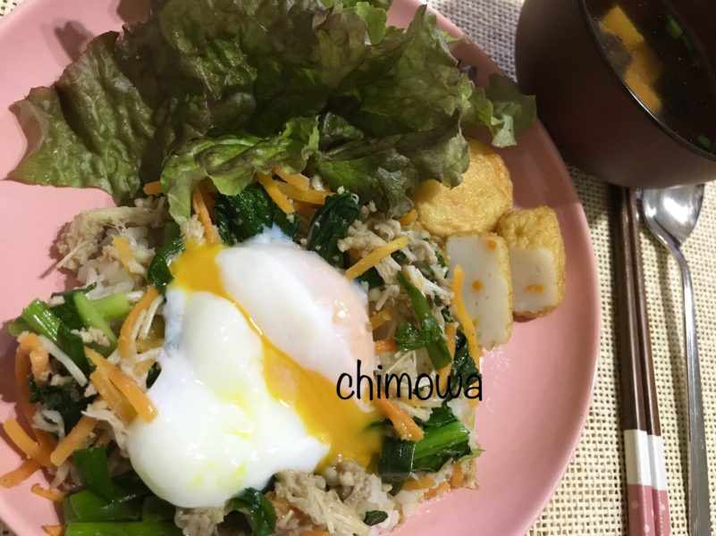 イセタンドア ミールキット「そぼろと野菜のビビンバ」セット完成写真(レタスとかまぼこを添えています)